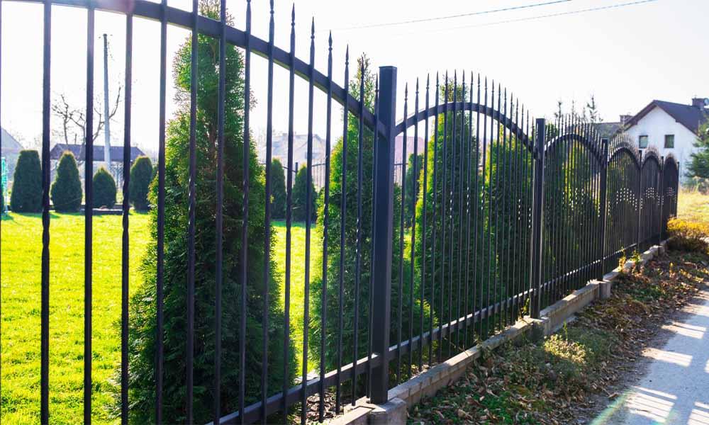 tvoros irengimo kaina